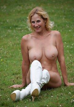 women voyeur pictures