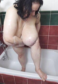 huge tits voyeur pictures
