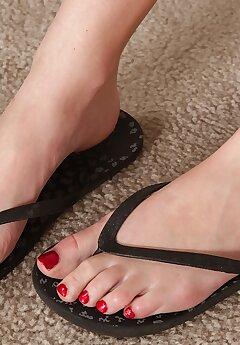 feet voyeur pictures